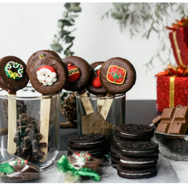 Christmas themed oreo pops