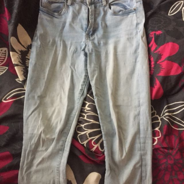 Cotton on high rise ankle grazer jeans size 10. Bought for 50 selling for 20. A bit creased