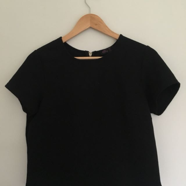 Crop black shirt