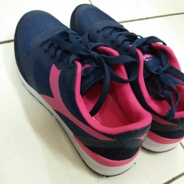 Diadora running woman shoes