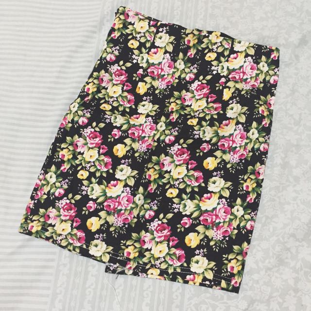 FLOWERY SKIRT BLACK