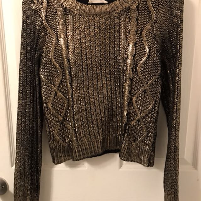Gold cable-knit crop sweater from Honey 🐝 🌟