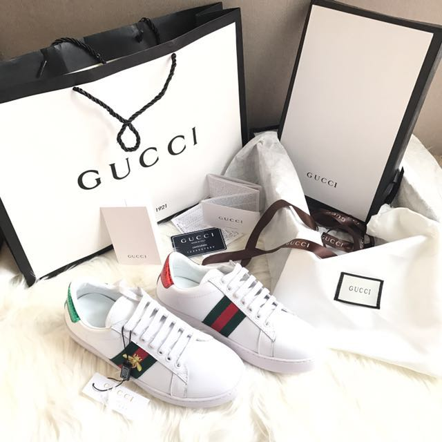 748082ccb Gucci sneakers white bee, Women's Fashion, Women's Shoes on Carousell