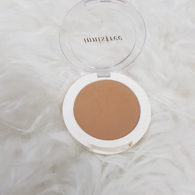 Innisfree bronzer for contouring