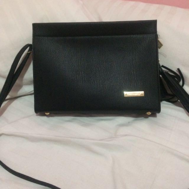 Jims honey sling bag
