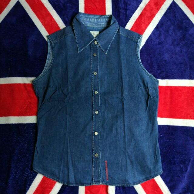 Kemeja jeans by calvin klein Kondisi 95% Sz. : s PxL : 58x48 Idr : 45k  Order and more info Line : tita895 Or DM