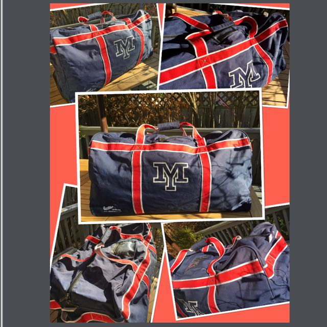 ****Large hockey bag in excellent condition****