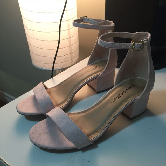 Low-heel block sandal
