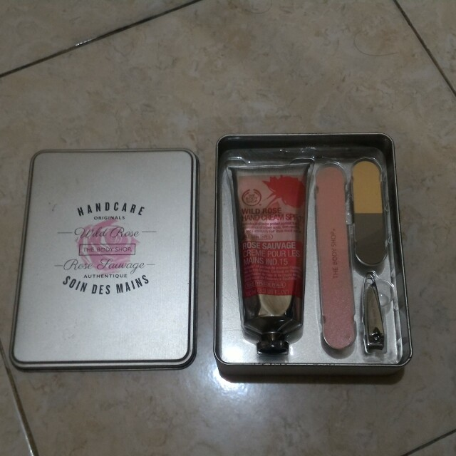 menicure pedicure set the bodyshop