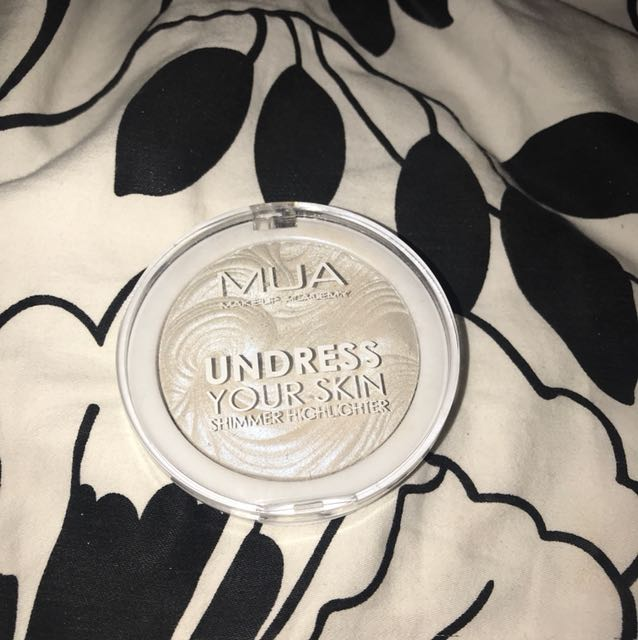 MUA Highlighter pearlescent sheen