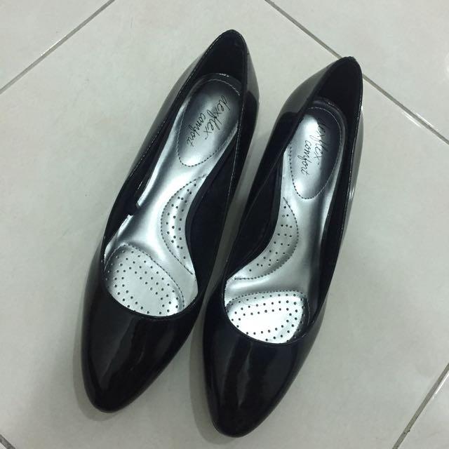 4240c2fb47b New) Dexflex comfort black low wedge heel - size 7.5