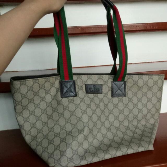 32b00aafbad Selling it LOW PRICE! (Old school) Gucci Bag