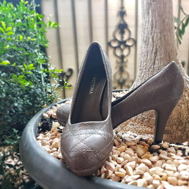 Sepatu Merek Bettina