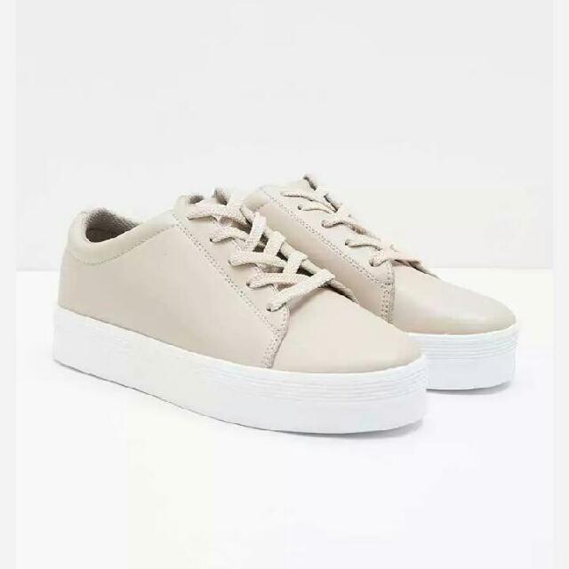 Sepatu sneakers Amazara