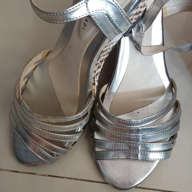 Silver Wedges YK