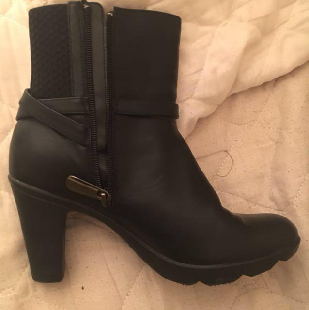 Studio blonde heels size 8