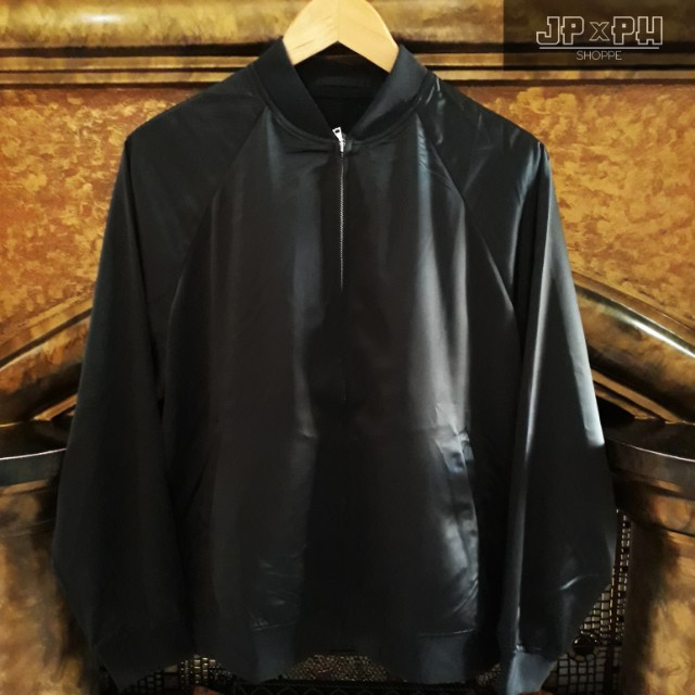 e05f1b771 Uniqlo Satin Bomber Jacket Black on Carousell