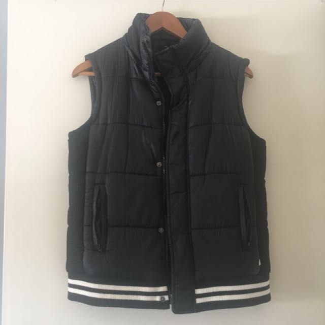 Women's size 6-8 black puffer jacket vest by hunter the label