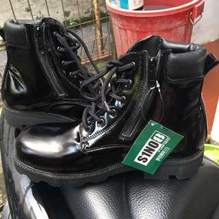 S1NO8 Boots