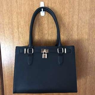 Black Handbag (Colette)