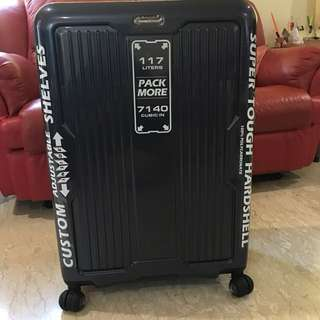 "$350 28"" 4 wheels spinner luggage"