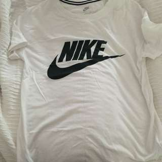 Nike Short Sleeve - Size Small