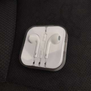Origanal cable and earfon from box iphone 6s