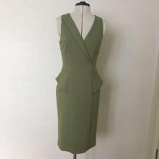 Cue Work Dress In Moss Green Size 8