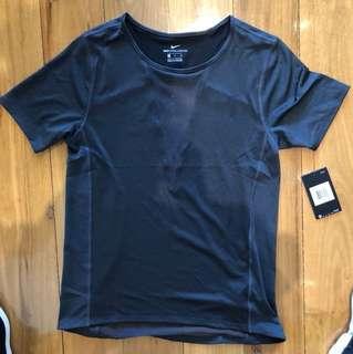 Nike Women's zonal cooling T shirt size S