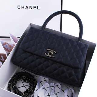 Chanel Coco Handle Bag in BOX M3862 / 9011 Quality LIKE PREMIUM 1:1 Sz26x15x10Cm  Material : Lambskin BlackNickel Hardware Berat : 1,1kg Sz Box 28x29x13,5cm (2Kg Volume Charge) INCLUDE : Chanel Box, Certi, PremiumDustbag, ChanelRibbon & Longstrap