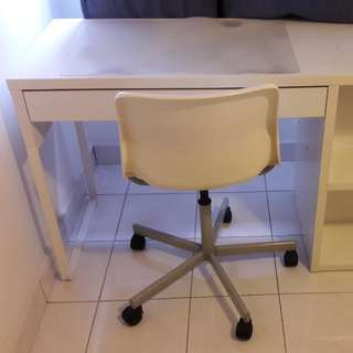 Ikea Table with FOC swivel chair