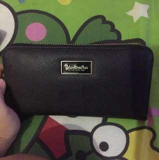 Bukan jual cari barter sama wallet stradivarius yg lebih kecil