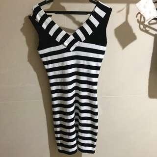 Knitted bodycon dress (Genevieve Gozum)