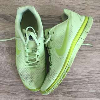 Nike free runs 3.0 size 8.5