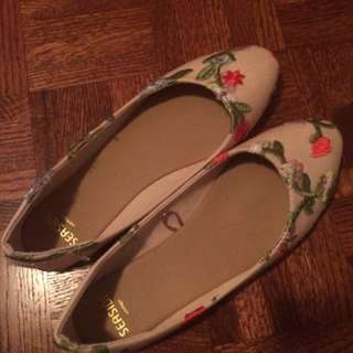 Adorable Embroidered Flats! Size 9