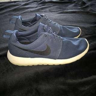 Nike Roshe Shoes Size 10