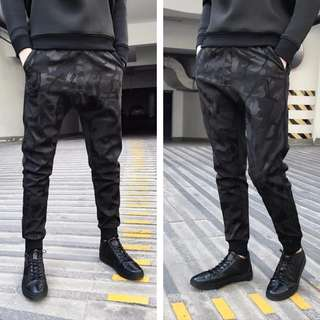 🚚 【Oscar】運動褲 休閒褲 縮口 棉質 束腳 黑迷彩 骷髏頭 情侶 拉鍊