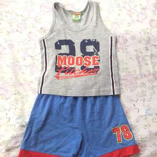 Moose gear top + Garfield shorts