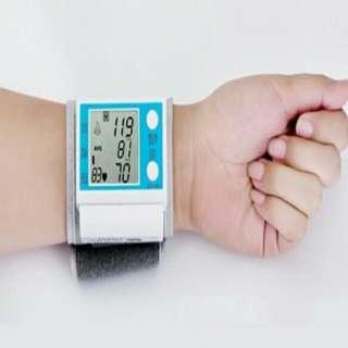 Free postage !! Blood Pressure Monitor & Pulse Meter