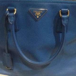 Authentic PRADA SAFFIANO BAG (big)...
