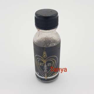 Thai amulets Nam Man Prai Phee Tay Thongklom with Prai 100 Ton powder Strong Effective love attraction charm oil barang