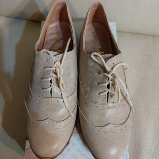 24粉紅尖頭休閒鞋