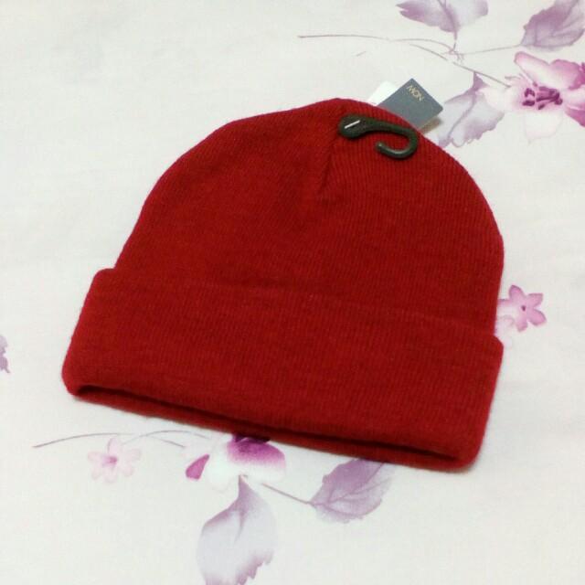 暗紅色針織毛線帽