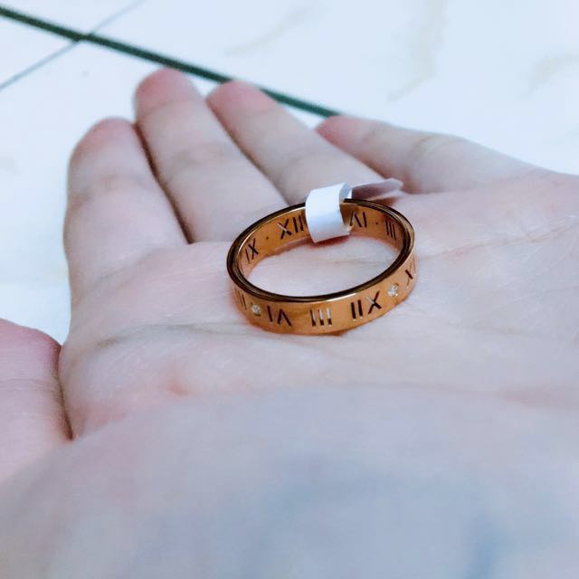 鏤空羅馬字戒指