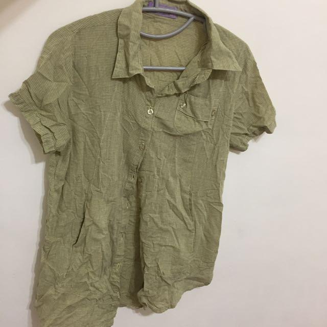 黃綠色短袖襯衫 清涼消暑 側邊小口袋