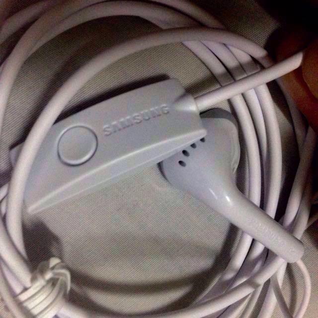 💯Authentic Samsung Headphones