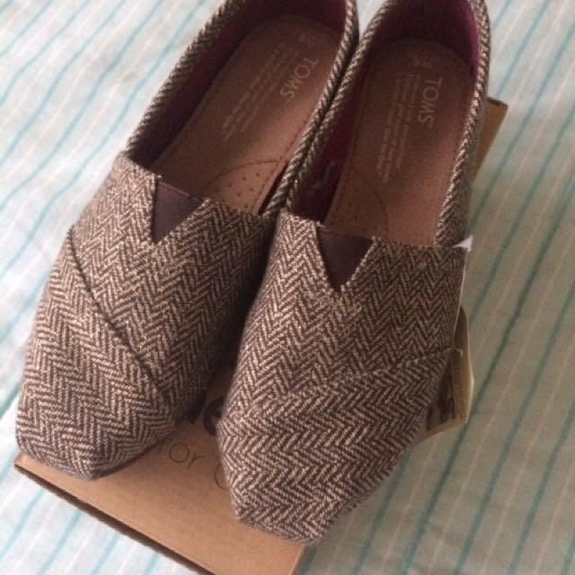 BNIB Tom Herringbone Slip-on Shoes Size 6