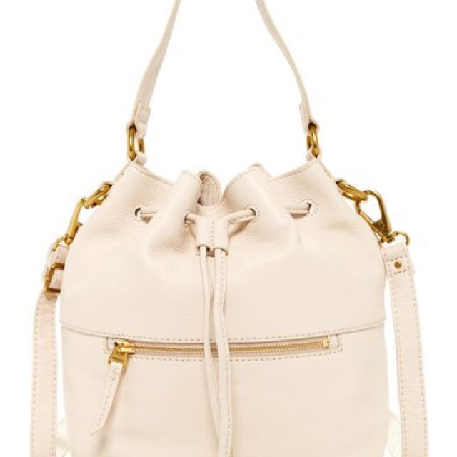 Brand New Pebble Leather FOSIL Ivory Cross Body Bucket Bag Purse