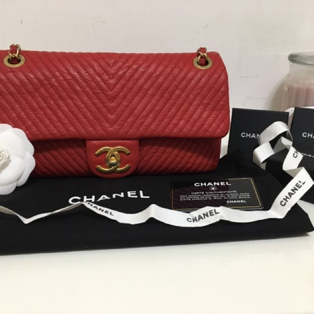 Chanel 正紅金釦牛皮山型紋