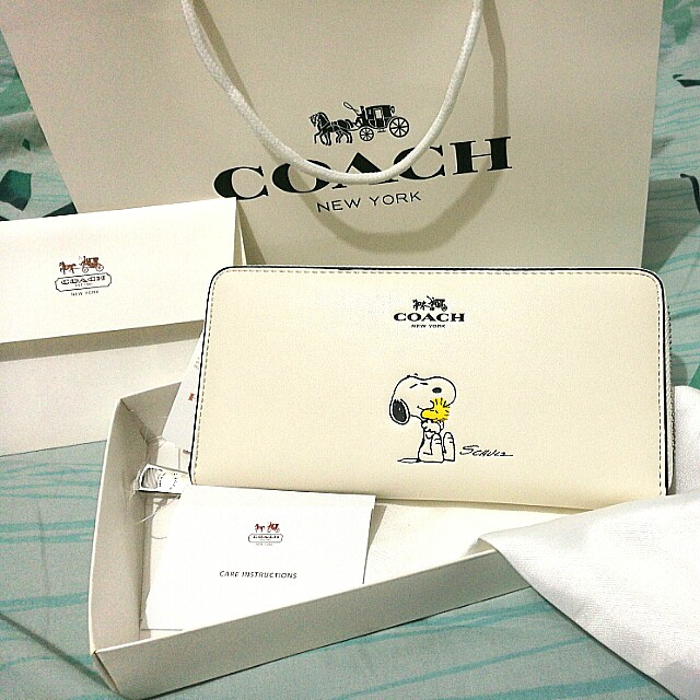 2e50e99a48 Coach 53773 Special Edition X PEANUTS Snoopy Accordion Zip Wallet in ...